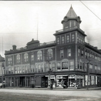 Osborne Block, west corner of Centre Street and Market Square