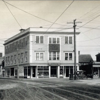 Glenmere Square, Maple and Chestnut Streets, northeast corner