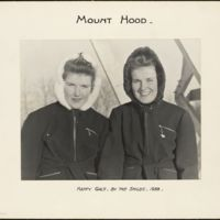 Mount Hood : happy gals by the smiles