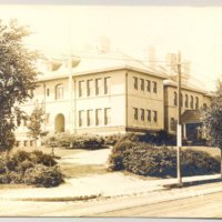 7-13_640_highland_school.jpg