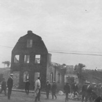 Citizens inspect a building destoyed in the Great Salem Fire